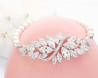Pearl bridal bracelet, bridesmaid jewelry, pearl crystal bracelet, wedding jewelry, cubic zirconia bracelet, bridesmaid gift, vintage pearl