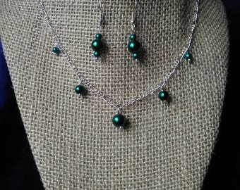 Dainty green necklace and earrings set