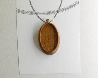 Pendant tray neatly finished hardwood - Mahogany - 22 x 40 mm cavity - Brass Bail - (A623c-M)