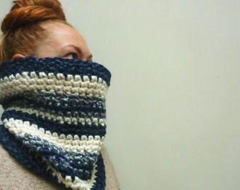 Chunky Cowl Scarf. Royal Blue & Winter White. One of a Kind. Ready to Ship. Unisex. Sale!
