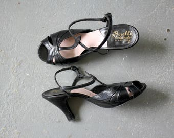 vintage 1950s heels / 50s peeptoe heels / 50s black leather shoes / 50s black leather sandals / mary jane t-strap heels / size 5 size 5.5