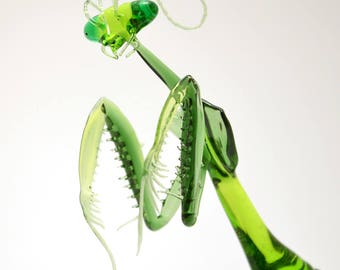 Emerald Mantis - exquisitely detailed glass lifesize preying mantis figurine made by glass artist Wesley Fleming
