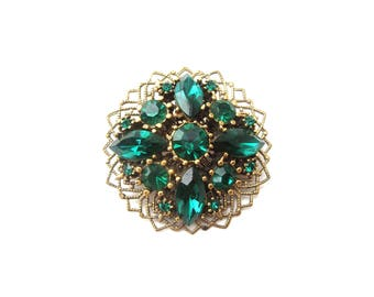 Gorgeous Unmarked Gold Tone Metal Filigree Circular Shaped Emerald Green Faceted Rhinestone Vintage Brooch