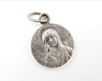 Vintage Our Lady of Grace Catholic Medal  - Virgin Mary Medallion - Mother Mary Religious Charm - Catholic Jewelry  Y55