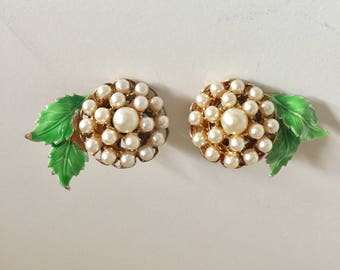 Absolutely precious! - Pearl cluster and green leaf motif - Clip ons!