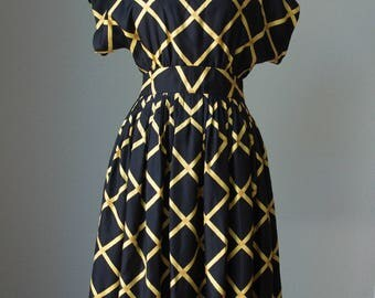 1980s Pauline Trigere Silk Crepe Kimono Dress / Windowpane Print / Pin-tucked Pleats / Immaculate Tailoring / Medium