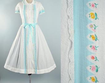 Vintage 50s 60s Dress / 1950s White Cotton Sundress BLUE FLORAL Roses Print Color Block Lace Full Skirt Shirtwaist Garden Party Large L XL