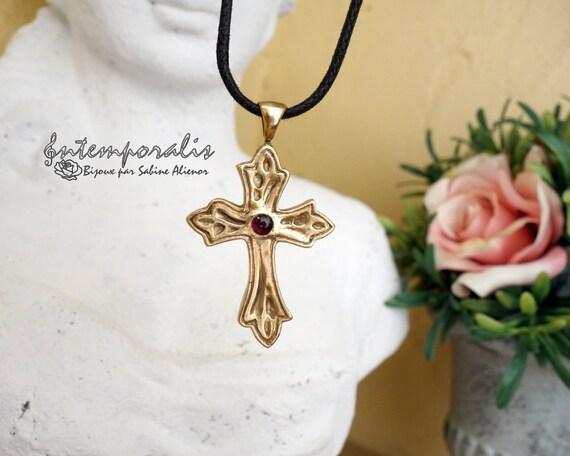 Gold bronze cross and corundum pendant, SAPE40
