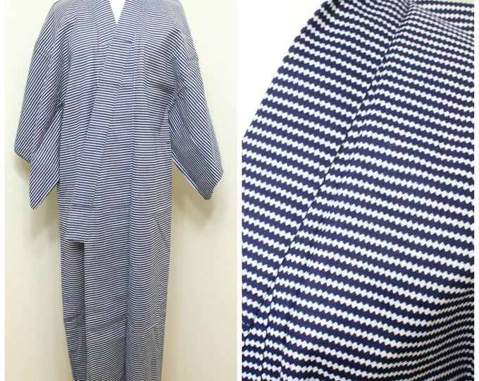 Japanese Vintage Yukata. Men's Cotton Summer Robe in Blue and White (Ref: 1752)