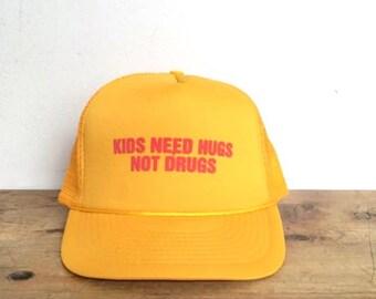 Kids Need Hugs Not Drugs Trucker Mesh Hat Adjustable Snap Back One Size Yellow Vintage Dare