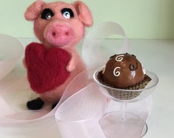 "HAPPY VALENTINE PIGGY 5"" Needle Felted Pig Handmade Gift"