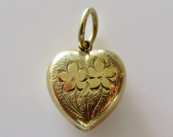 9ct Gold Heart and Flowers Engraved Charm