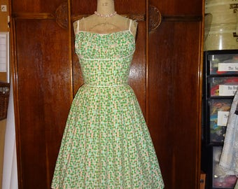 1950s Style Pink Green and White Harlequin Gathered Bust Dress with Full Pleated Skirt size Medium