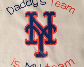 Personalized baby baseball one piece creeper or tshirt * Daddy's boy * Daddy's girl * Mets * New York