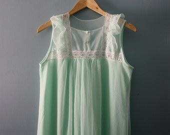 Vintage 1960s nightgown by Lov'Lee / Minty green layered nylon nightdress with lace / Sleevelesss gown /Union made in Canada /medium
