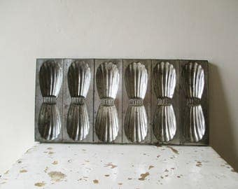 Antique  madeleine pan, Moule à madeleines, 1940, 1940s, Rustic Kitchen, Farm House, Country house