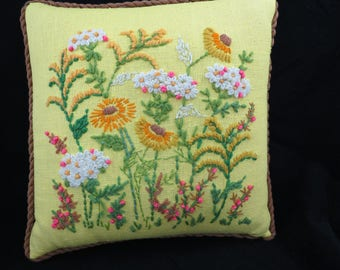 Vintage Embroidered Pillow - Yellow Pillow - Decorative Pillow - 70s Decor - Boho - Cottage Chic - Glamper - Free Shipping - 4HTT17