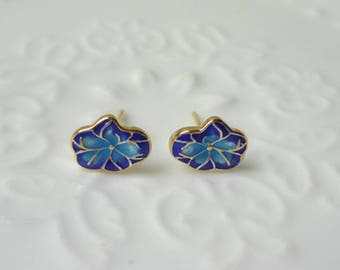Cloisonne is a beautiful small fish baked porcelain ear nail gilding the blue technology 0326-1
