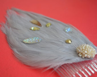 grey feather hair comb