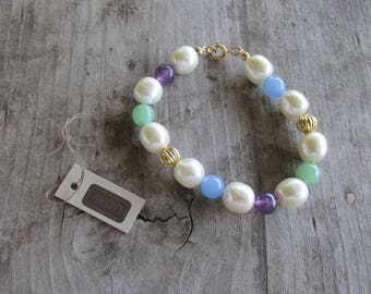 """Avon Faux Pearl Beaded Bracelet with Blue, Purple, and Green Plastic Bead Accents - 7"""" Long"""