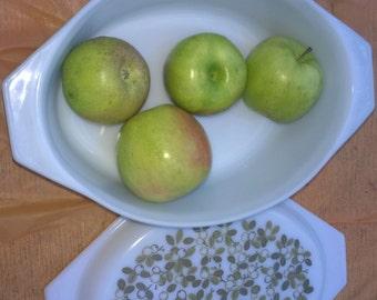 Pyrex Oblong Casserole Lidded Dish 2 1/2 QT