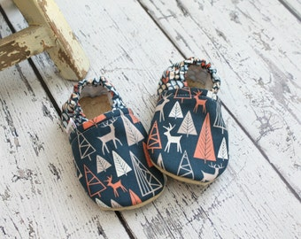 Baby boy booties-soft sole baby shoes-boy baby booties-baby shower gift-soft sole baby moccs-baby moccasins-baby boy moccs-baby boy gift