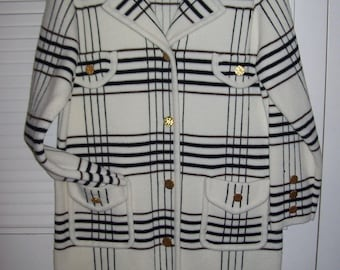 Spring Coat, Lilly of CA, White Knitted Three Quarter, Brass Buttons, Fantastic Vintage Find Size Medium 12