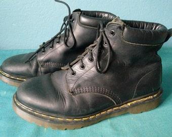 Vintage men's Dr. Martens 6 hole cap toe boots black size mens 9 Made in England