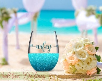 Wifey Glass, Wife Wedding Gift, Wedding Favor, Wedding Wine Glass, Wedding Toasting Glasses, Glitter Wine Glass, Wedding Toast