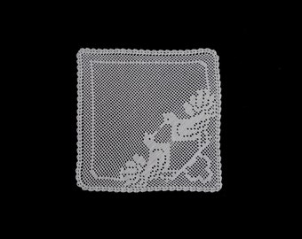 Vintage handmade small crocheted doily -- white doily with two doves -- 10.5x10.5 inches / 27x27 cm