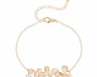 Orchid Bracelet Gold. Flower bracelet. Pearl bracelet. Bridal orchid bracelet. Bridal bracelet. Bridesmaid bracelet. Bridesmaids Gift.