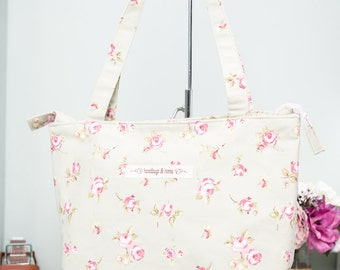 SALE!!! Shoulder tote bag in floral green cotton canvas with zip closure and cream lining.  Handbag, shopping bag, knitting bag