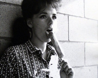 Ultra Rare 1966 Photo Dawn Wells With Popsicle  ( Mary Ann from Gilligan's Island) Refrigerator Magnet - Nice!