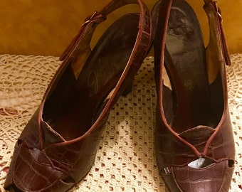 """1930's/40's Brown Alligator(?) Peep toe heels. Leather soles.  Size 5 1/2 by Johansen for """"Ash shoe stores"""""""