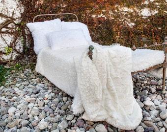 Ivory Blanket, Off White, Faux Fur Throw Blanket, Throw, Blanket, Warm Blanket, Gift for Mom, Neutral Home Decor
