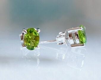 Tiny earrings for women, Minimal Earrings, dainty delicate earrings, green gift mom, birthday jewelry gift wife, Peridot August Birthstone