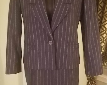 1980's Sasson Pinstriped Wool Pencil Skirt Suit. Size 6