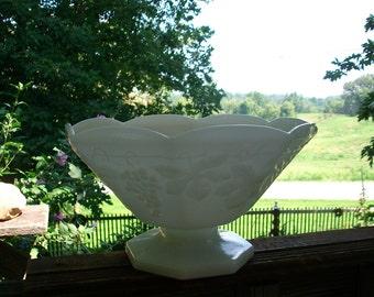 White Milk Glass Grapes and Grapevine Fruit Bowl, Large Vintage Dessert Serving Bowl, Grapevine Milk Glass, Collectible, Wedding Decor