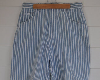 "1990s ""Lee"" Womens Blue Striped Mid-length Shorts"