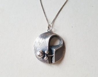 Vintage modernist silver pendant (F548)