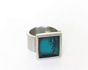 Ring made in pewter and resin, adjutable,square,turquoise,original,novelty,ring for men or women,design,turquoise,red,purple,bleu,black,