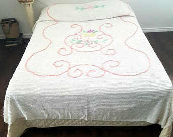 1950s Chenille Bedspread Fits Queen Size Bed White Light Pink Floral