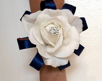 how to make a wrist corsage with real flowers