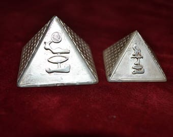 Vintage sterling silver decorative Egyptian pyramids set of 2/Egyptian silver/ vintage silver/ silver pyramids/an.1316