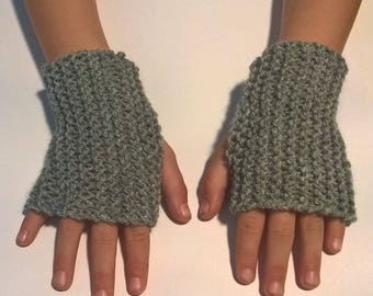 Mitts-child size 6 years old girl boy wool is light grey hand knit mesh