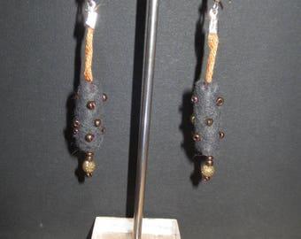 Grey felt and 17 beads earrings