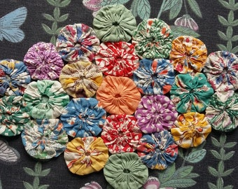 Vintage 1930s~40s Feed sack  Fabric Suffolk Puffs Quilt Piece ~ Yo-Yos Inspiration~Reference ~craft or other small projects~