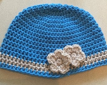 Crochet beanie with band and flower
