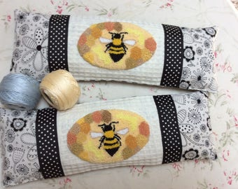 Bee Punch Needle Pin Keeper