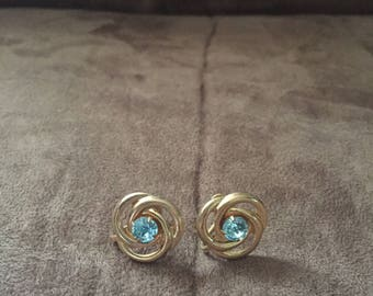Vintage Goldtone Blue Rhinestone Screw On Earrings
